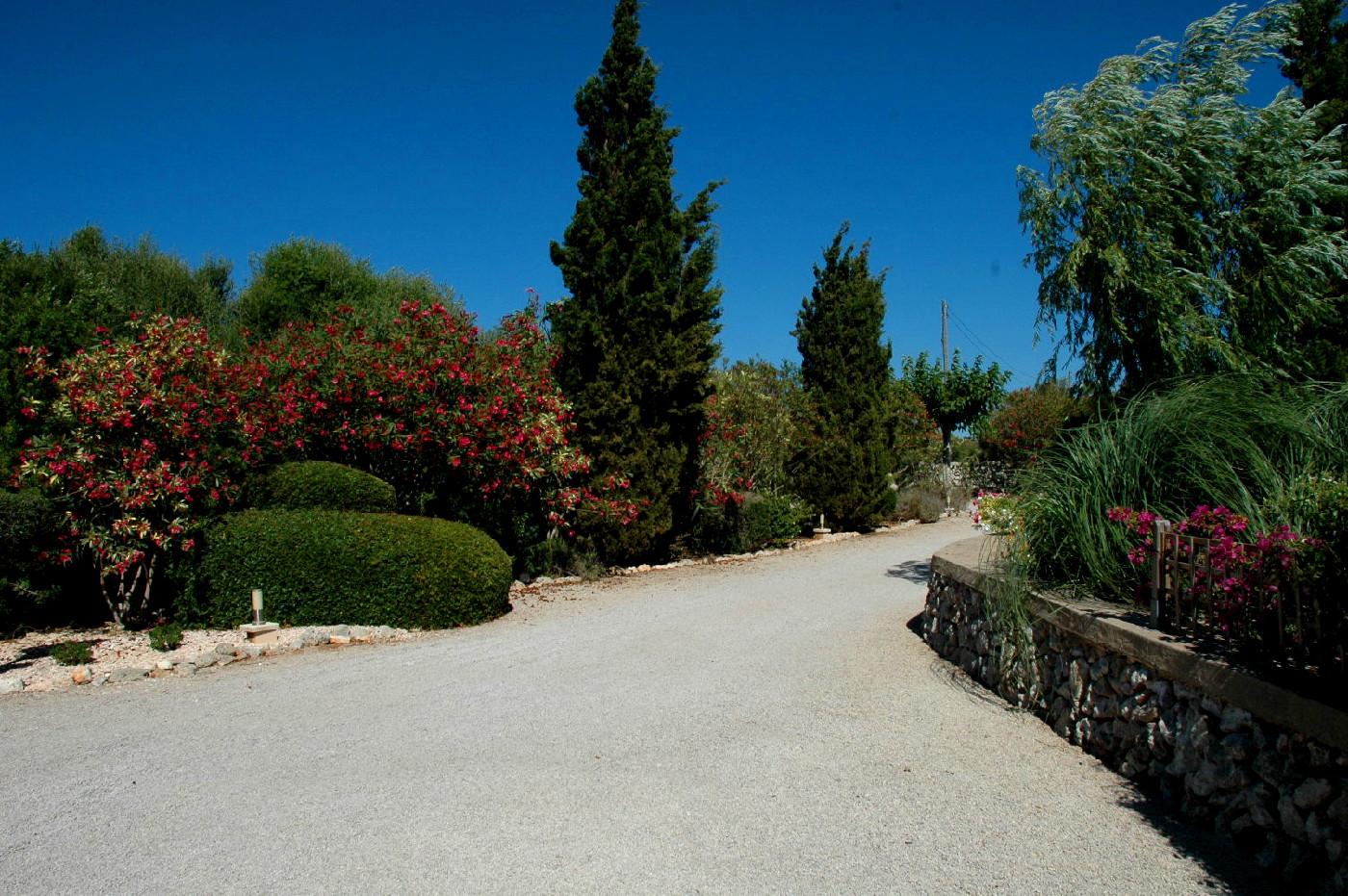 menorca-villa-driveway